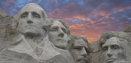 south dakota: Vista panoramica del Monte Rushmore al tramonto nel South Dakota, Stati Uniti d'America Editoriali