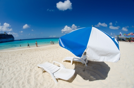 cayman islands: Beach and Crystal Clear Waters in Seven Miles Beach, Grand Cayman Stock Photo