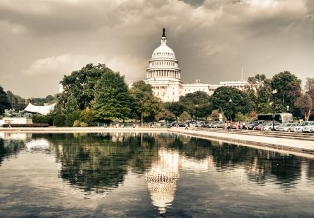 dc: Riflessi d'acqua di Capitol a Washington, DC Editoriali
