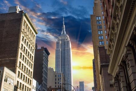 ニューヨーク市のマンハッタン、アメリカの上に劇的な空 写真素材