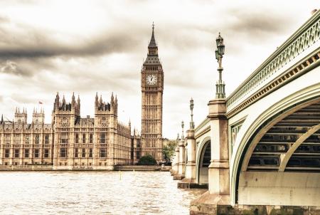 Le Big Ben, la Chambre du Parlement et le pont de Westminster à l'automne, Londres, Royaume-Uni