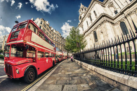 bus anglais: Red Double Decker Bus, symbole de Londres - Royaume-Uni Banque d'images