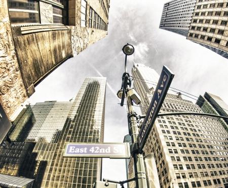 Bottom-Up vue des gratte-ciel de New York, États-Unis