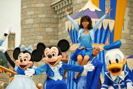 ORLANDO, Floride - Mickey Parade 2 janvier Jour de la souris dans le parc Magic Kingdom le 2 Janvier 2008 à Orlando, Floride Cette présentation théâtrale importante sa qui remonte au début du parc à thème Éditoriale