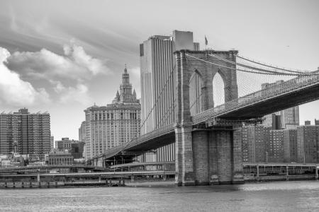 Gratte-ciel de Manhattan avec Sky dramatique sur fond, États-Unis