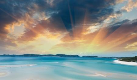 strand australie: Prachtige kleuren van Whitsunday Islands op de winter het seizoen, Australië.