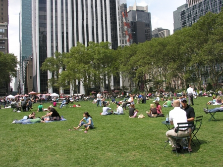 bryant park: NEW YORK CITY - AUG 6: People relax in Bryant Park, August 6, 2006 in New York City. Bryant Park is a 9,603 acre privately managed park in the center of Manhattan Editorial