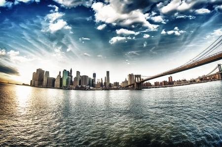 Nádherným výhledem na Brooklynský most z Brooklynu břehu v zimě západu slunce - New York City Reklamní fotografie
