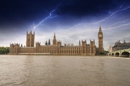 the palace of westminster: Houses of Parliament, Westminster Palace with Storm - London gothic architecture