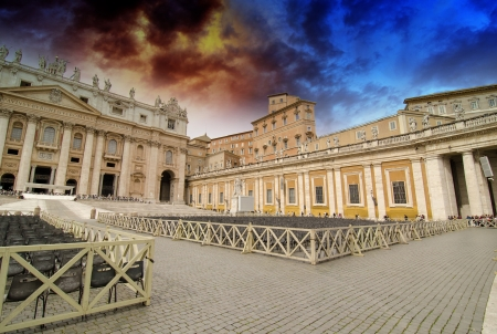 Rome St Peter Basilica and Colonnade - Piazza San Pietro - Italy Stock Photo - 17629526