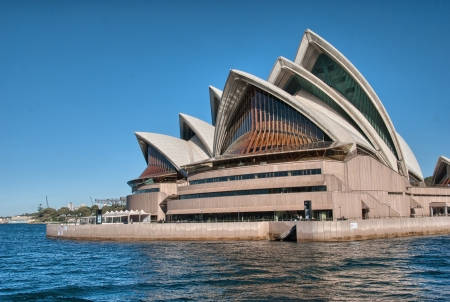 jorn: SYDNEY - JUN 20  The Iconic Sydney Opera House, June 20, 2010 in Sydney  Opera House is a multi-venue performing arts centre also containing bars and outdoor restaurants