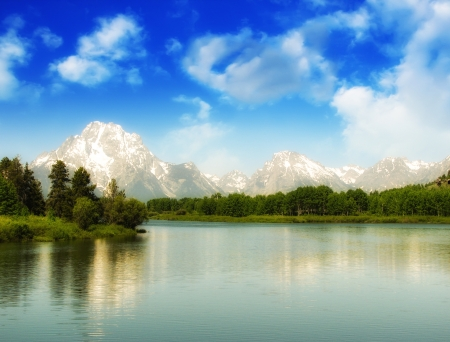 Beau lac et les montagnes de Grand Teton National Park