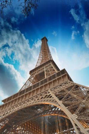 la tour eiffel: Wonderful sky colors above Eiffel Tower  La Tour Eiffel in Paris