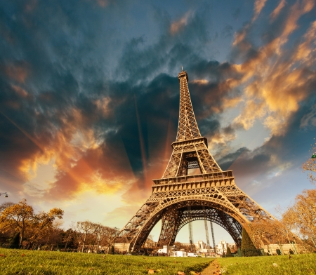 la tour eiffel: Wonderful view of Eiffel Tower in Paris. La Tour Eiffel with sky and meadows. Stock Photo
