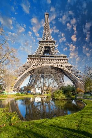la tour eiffel: Paris. Gorgeous wide angle view of Eiffel Tower in winter season. La Tour Eiffel - France