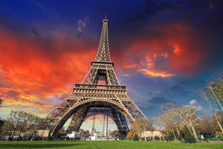 la tour eiffel: Paris - La Tour Eiffel. Wonderful sunset colors in winter season. Stock Photo