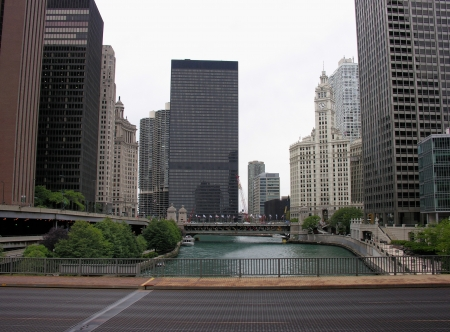 Bridge and Buildings in Chicago, Illinois Stock Photo - 19092604