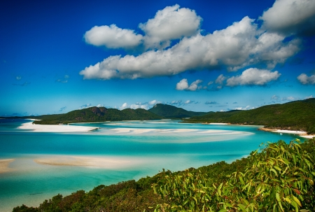 whitsunday: Whitehaven beach lagoon at national park queensland australia tropical coral sea