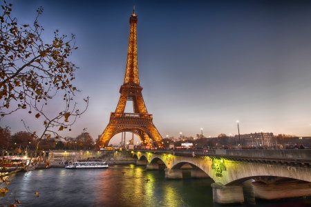 paris at night: Stunning view of Eiffel Tower at winter sunset, Paris.