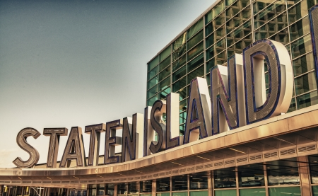 staten: Famous Staten Island Ferry entrance sign - New York City.