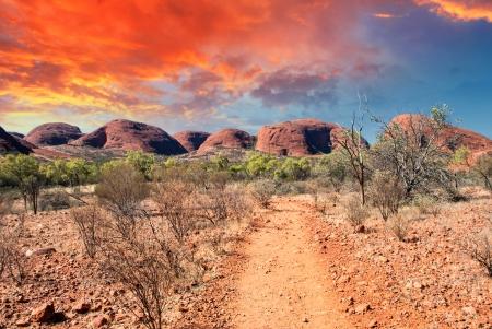 美しい色とオーストラリアのアウトバックの風景。