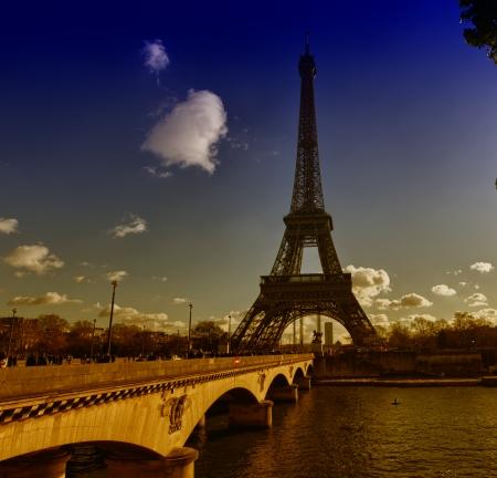 la tour eiffel: Paris. The Eiffel Tower in winter. La Tour Eiffel.