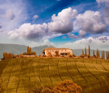 Italiaans landschap. Toscane velden en weiden in het voorjaar seizoen.