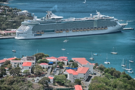 arrives: CHARLOTTE AMALIE, ST THOMAS - APR 10: Oasis of the Seas arrives in Charlotte Amalie, St Thomas, April 10, 2010. Royal Caribbean set a new record of building a ship that can carry over 6,000 passengers