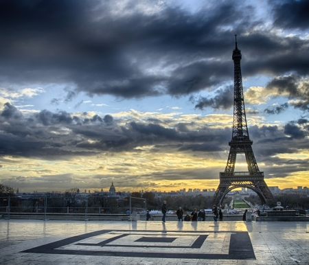 trocadero: Winter sunrise in Paris, Eiffel Tower view from Trocadero - France