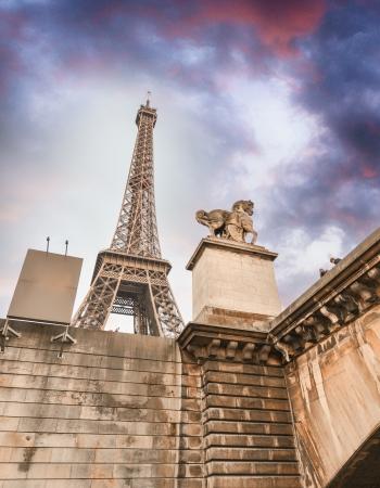 la tour eiffel: La Tour Eiffel from Seine river.