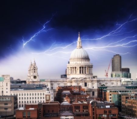 bad weather: The Millennium Bridge and St Paul Cathedral. Bad weather in London.