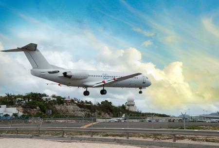 jetblue: Gli aeromobili che atterrano vicino alla spiaggia.