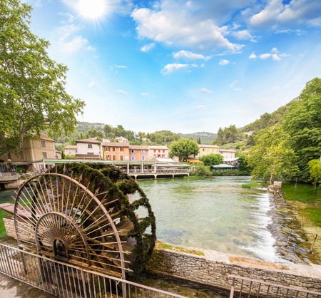 vaucluse: Fontaine de Vaucluse - Provence, France.