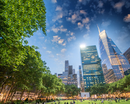 bryant: Beautiful summer night view of Bryant Park, New York.