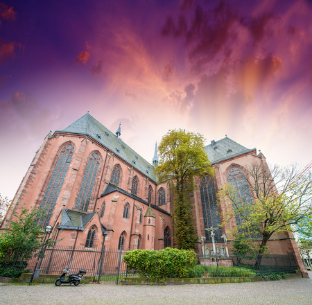 roemerberg: St Bartholomaus Frankfurter Dom Cathedral in Roemerberg Frankfurt am Main Germany. Stock Photo