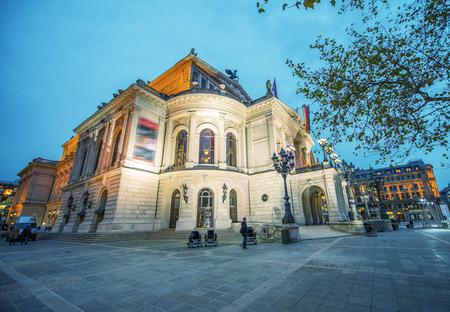 alte: Alte Oper in Frankfurt. Night view.
