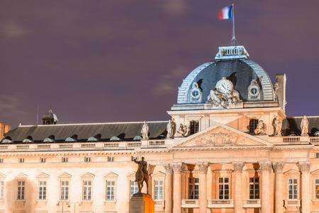 night school: Ecole Militaire in Paris, Military School building at night.