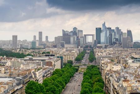 パリ, フランス.ラ ・ デファンス、ビジネス地区の空撮。
