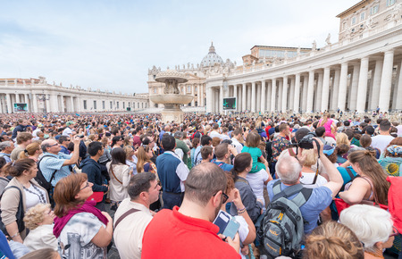 beatification: ROME - MAY 18, 2014: The crowd is waiting in St. Peter Square before the Angelus prayer of Pope Francis I, Vatican City, Rome, Italy.