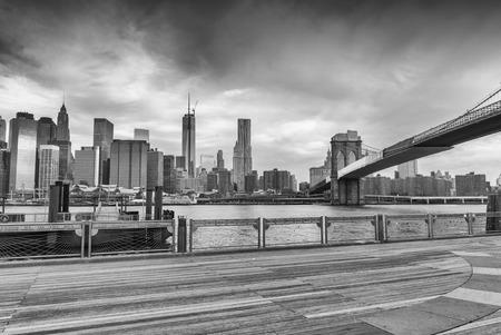 brooklyn bridge: Black and white view of Manhattan from Brooklyn Bridge Park, New York.