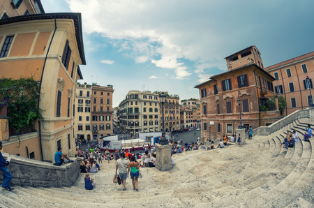 spagna: ROME - JUNE 14, 2014: Tourists in Piazza di Spagna. The city attracts more than 10 million people annually. Editorial