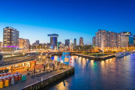 Rotterdam Nacht Skyline, Niederlande.
