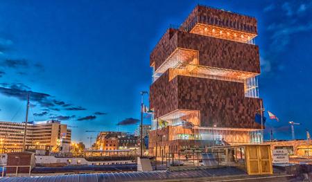 ANTWERPEN - 3 mei: Museum aan de Stroom (MAS) langs de Schelde in de wijk Eilandje van Antwerpen, België, op 3 mei, 2015 geopend in mei 2011 is het grootste museum in Antwerpen Redactioneel