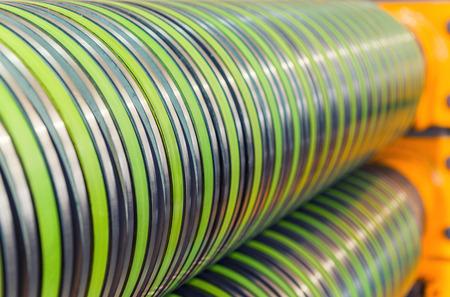 bobina: Bobina de la máquina de corte de acero. Entorno industrial. Foto de archivo