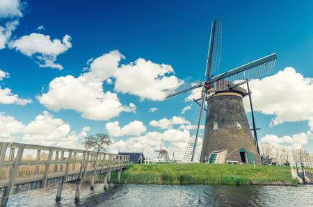 molinos de viento: Kinderdijk, Pa�ses Bajos. Famosos molinos de viento.