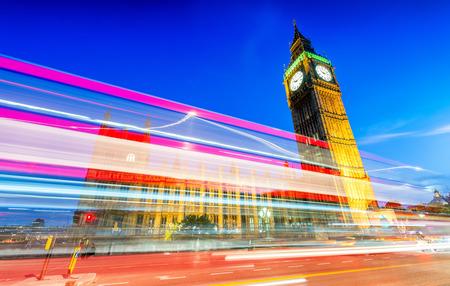 Belle horizon de nuit de Londres. Banque d'images - 44262019