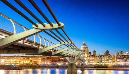 millennium bridge: The Millennium Bridge at night, London.