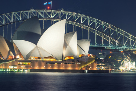 performing arts: SYDNEY - OCTOBER 12, 2015: The Iconic Sydney Opera House is a multi-venue performing arts centre also containing bars and outdoor restaurants.