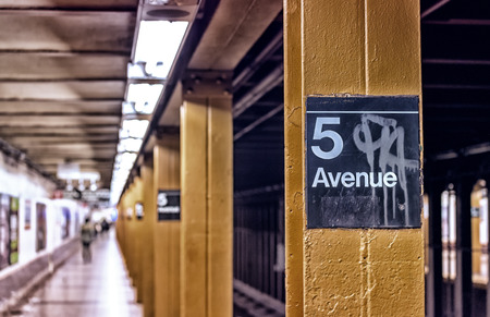 fifth avenue: Fifth Avenue subway station, New York.