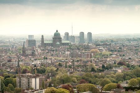 Brussel, luchtfoto met stadsgebouwen. Stockfoto